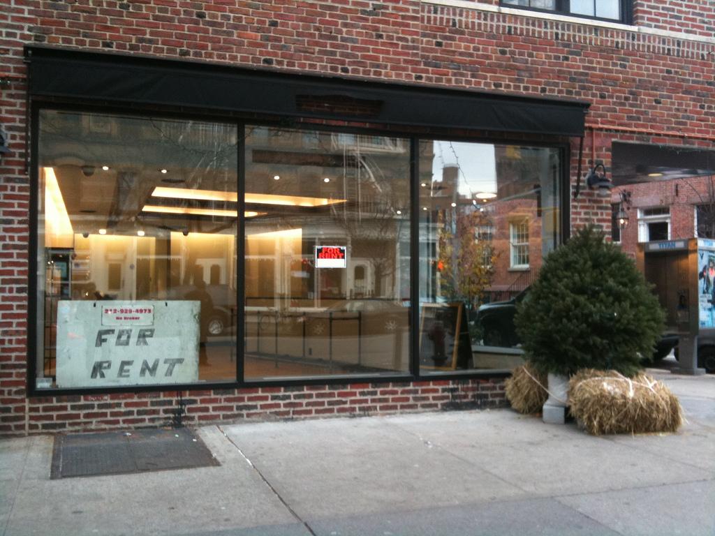 Image-Empty-Storefront